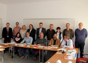 -Die Teilnehmer der Bauamtsleitertagung mit dem Regener Landrat Michael Adam. Foto: Langer/Landkreis Regen