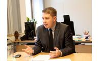 -Landrat Michael Adam bei der Pressekonferenz zur Klausurtagung