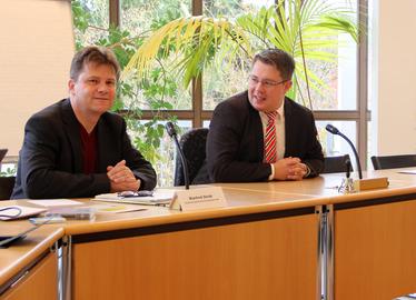 -Manfred Steibl und Landrat Michael Adam beim Seminar der Deutschen Rentenversicherung. Foto: Landkreis Regen/Langer