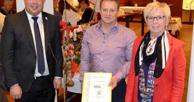4.000 Mitglied beim Gartenbau-Kreisverband geehrt. Foto: Landkreis Regen, Eder