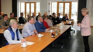 Landrätin Rita Röhrl (re.) begrüßte die Bürgermeister zur Dienstversammlung im Campus in Teisnach. Foto: Langer/Landkreis Regen