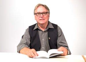 Eberhard Kreuzer erhält den Sonderpreis der Landrätin. Foto: Friedrich Salle