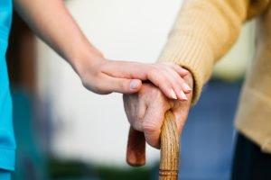 Die Woche der Pflege findet auch im Landkreis Regen wieder statt. Fotoquelle: ©Sandor Kacso - stock.adobe.com