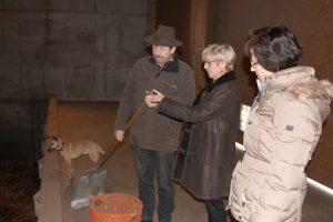Landrätin Rita Röhrl (Bildmitte) im Gespräch mit Max Pletl und der Umweltamtsleiterin Lieselotte Bielmeier. Foto: Langer/Landkreis Regen
