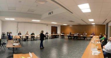Unser Bild zeigt Dr. Edith Aschenbrenner im Kreise der kommunalen Jugendbeauftragten. Foto: Langer/Landkreis Regen