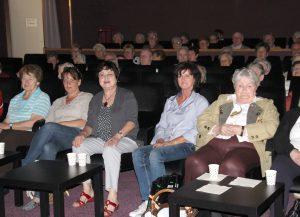 Christine Kreuzer (3.v.li.) im Kino Viechtach. Foto: Kreuzer