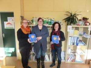 Susanne Heidecker (Mitte) mit den beiden KoKi-Fachkräften Tanja Kaml-Bösl (links) und Elisabeth Mies (rechts). Foto: Saller/Landkreis Regen