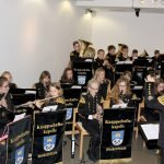 Nachwuchsmusiker der Knappschaftskapelle Bodenmais mit Dirigentin Franziska Ziegler. Foto: Landkreis Regen, Langer
