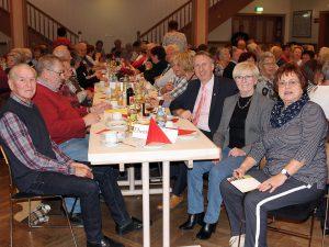 Neben Landrätin Rita Röhrl (2.v.re.) und der Seniorenbeauftragten Christine Kreuzer (re.) war auch der dritte Landrat und Kreisbehindertenbeauftragte Helmut Plenk (3.v.re) zur Veranstaltung gekommen. Fotos: Langer/Landkreis Regen