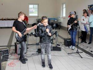 The Rockets sind die jüngste Rockband Niederbayerns. Die Buben sind elf Jahre alt und lassen es richtig krachen. Foto: Langer/Landkreis Regen