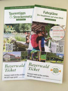 Mit den neuen Sommer Fahrplan- und Tourenflyer den Bayerischen Wald mit Bus und Bahn erfahren. Foto: Eisch/Landkreis Regen