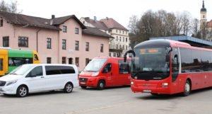 Busfahren wird teuerer: Nach aktuellen Kalkulationen und eingehender Prüfung beschloss die Tarifgemeinschaft Arberland zum 1. Januar eine Erhöhung um 2,9 Prozent über alle Preisgattungen. Foto: Langer/Landkreis Regen