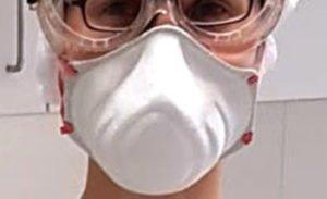 Bei der Untersuchung tragen Mediziner und medizinisches Fachpersonal entsprechende Schutzkleidung. Foto: Hackl/Landkreis Regen