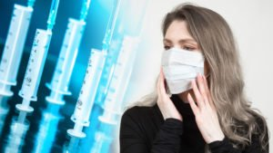 Ein Mundschutz allein kann vor dem COVID-19-Virus nur unzureichend schützen. Idealerweise sollten alle sozialen Kontakte gemieden werden. Foto: Grispb - stock.adobe.com