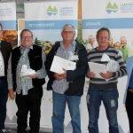 Als Gemeindevertreter aus Frauenau gratulierte Fritz Schreder (li.). Foto: Langer/Landkreis Regen