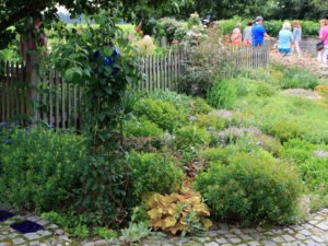 In Weißenstein öffneten Rosemarie Wagenstaller und Günther Sebald die Türe zu ihrem Garten. Foto: Langer/Landkreis Regen