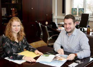 Unser Bild zeigt Natalie Walter und Bürgermeister Daniel Graßl. Foto: Stadler