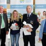 Mit Georg Fleischmann (li.) war der Bürgermeister aus Gotteszell zur Verleihung nach Bischofsmais gekommen. Foto: Langer/Landkreis Regen