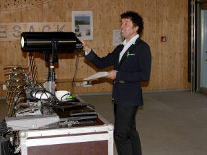 Jean-Francois Drozak hatte viel zu tun, er war Moderator, Regisseur und er bediente auch die Technik. Foto: Langer/Landkreis Regen