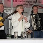 Landrätin Rita Röhrl begrüßte die Gäste in der Waldglashütte Bodenmais. (Im Hintergrund Bürgermeister Walter Nirschl und Frauenaus zweiter Bürgermeister Fritz Schreder)