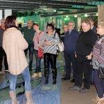 In zwei Gruppen aufgeteilt konnten sich die Besucher von der Qualität des Glasmuseums Frauenau überzeugen.
