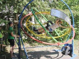 Die größeren Kinder und Jugendlichen hatten vor allem am Aerotrim des Kreisjugendrings eine besondere Freude. Foto: Langer/Landkreis Regen