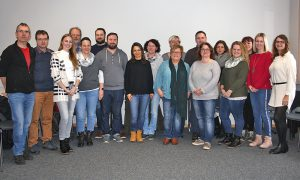 Die Multiplikatoren zusammen mit den beiden Ausbildern Waltraud Kraus (Mitte) und Matthias Wagner (links). Foto: Peschl/Arberland REGio GmbH