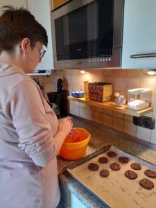 Jede ist ihre Glückes Bäckerin, diesem Motto getreu waren die Pflegeeltern mit den -kindern aktiv.