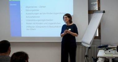 Die Eltern erfuhren von den Referenten viel über psychische Erkrankungen. Foto: Christian Hadersdorfer