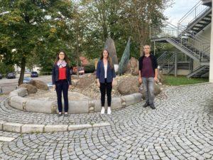 Dr. Carolin Müller, Leiterin des Gesundheitsamtes Regen (v.li.), Blerta Rexha vom Krisendienst Niederbayern, sowie Matthias Wagner, der in Zukunft die Geschäftsführung der PSAG Regen übernehmen wird. (Foto: Fabian Weinzierl)