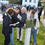 Etwas Besonderes ist das metallerne Gedenkbuch. Es erinnert an die Verstorbenen. Foto: Langer/Landkreis Regen
