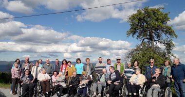 Unser Bild zeigt die Senioren mit ihren Angehörigen. Foto: Christa Kubitschek