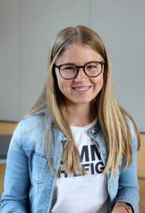 Anna Kern von der der Realschule Viechtach war die fleißigste SchülerAktiv-Teilnehmerin im Landkreis Regen. Sie hat sich 219 Stunden ehrenamtlich gearbeitet. Foto: Langer/Landkreis Regen