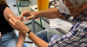 Dr. Walter Stoiber ist einer von vielen Ärzten, die im Impfzentrum und bei den mobilen Impfteams im Einsatz ist. Foto: Rebecca Metz/Impfzentrum Regen