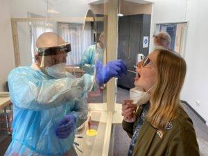 In der Teststation in Viechtach werden auch PCR-Tests angeboten.