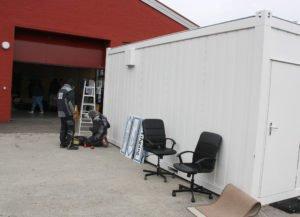 Unser Bild zeigt die Viechtacher Teststation im Aufbau. Foto: Langer/Landkreis Regen