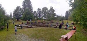 Im Amphitheater wurden am Ende auch die Teilnehmerzertifikate verliehen. Foto: Langer/Landkreis Regen