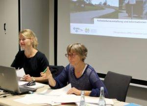 Unser Bild zeigt Dr. Stefanie Duarte Fernandes (li.) und Christian Wibmer, sie führten durch den Workshop. Foto: Langer/Landkreis Regen