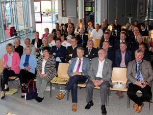 Nicht nur die neuen Ehrenamtskarteninhaber waren gekommen, auch viele Bürgermeister, die Landrätin und zwei ihrer Stellvertreter waren vor Ort. Foto: Langer/Landkreis Regen